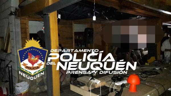 En las localidades de Villa La Angostura y San Martín de los Andes, se desarticularon dos fiestas que no reunían las exigencias del protocolo COVID-19 y por lo tanto no estaban autorizadas.